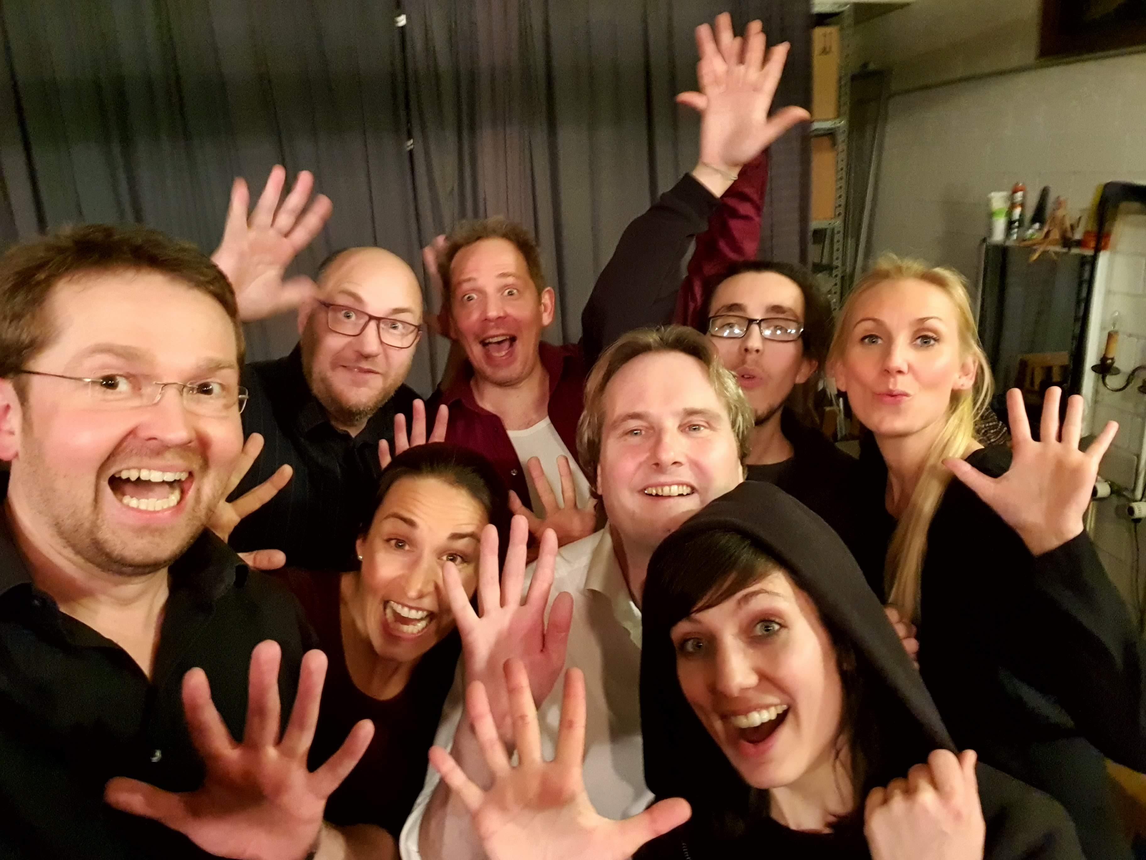 8 Improvisierer, 2 Musiker und 60 Zuschauer: 3. Salon der improvisierten Künste mit den Improkokken im KULT
